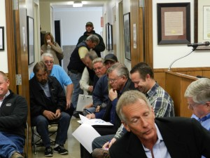 Crowd overflows before OID board meeting